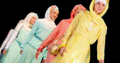 Показ мусульманской одежды в Казани: ведущие модельеры представили новики исламской моды.